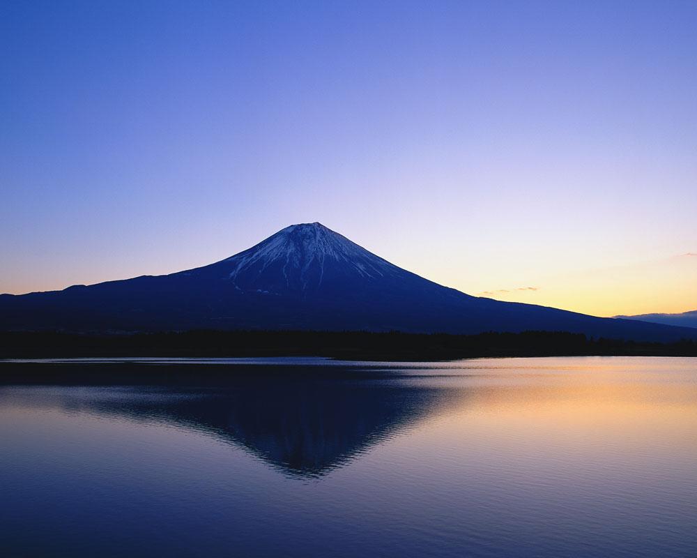 清晨山水风景图片