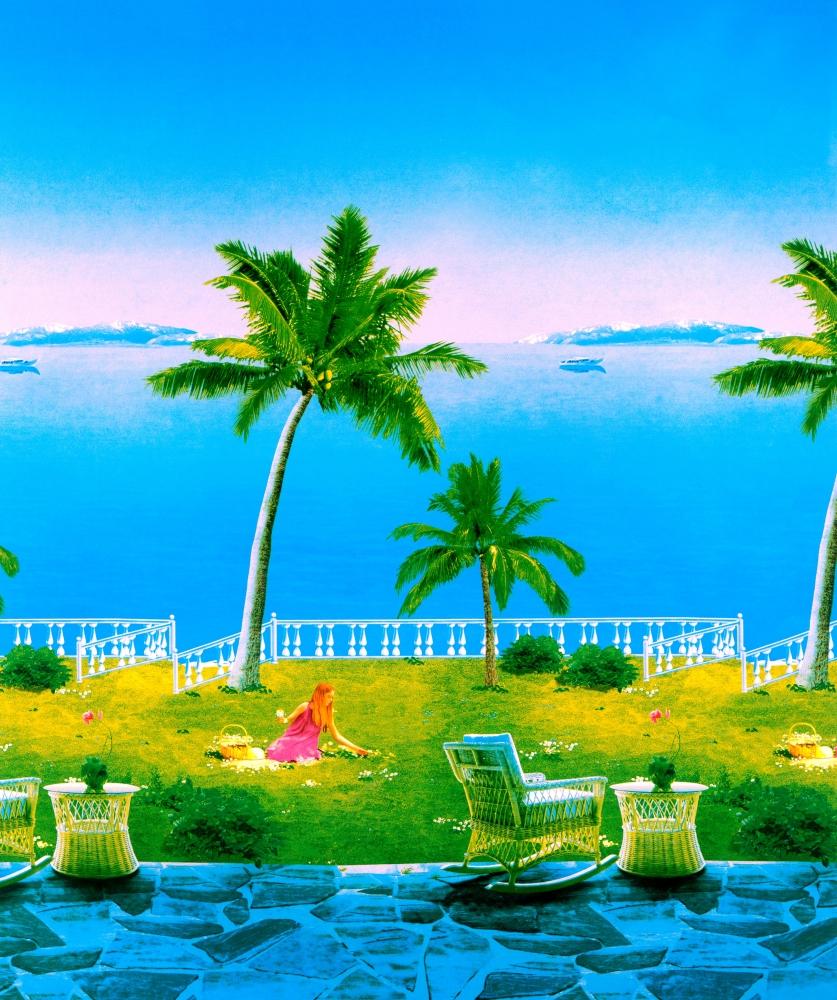 海边椰树下采野花的女孩图片